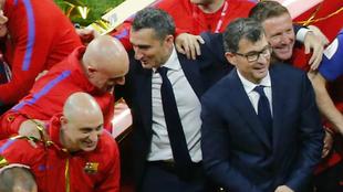 Valverde, con su cuerpo técnico después de ganar la Copa del Rey.