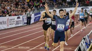 Marc Alcalá, llegando a meta en una carrera