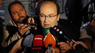 José Castro comparece ante los medios de comunicación.