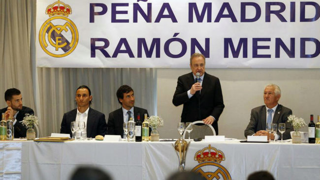Nacho, Keylor, Raúl, Florentino y Albaladejo, en la peña Ramón...