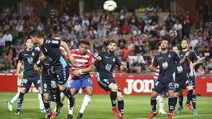 Kunde se dispone a rematar el córner que suponía su segundo gol a la...