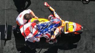 Márquez celebra su triunfo en Austin.