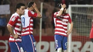 Agra, Montoro y Chico Flores se lamentan al final de los dos puntos...