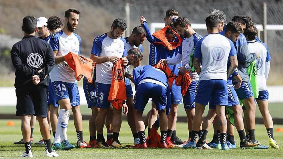 Los jugasdores del Tenerife en un entrenamiento reciente en El...