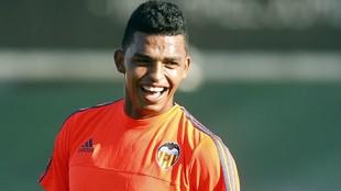 Aderllan Santos entrenando con el Valencia en Paterna.