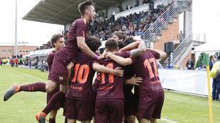 Los chavales del Barcelona celebran uno de los goles.