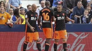 Los jugadores del Valencia celebran un gol en Leganés.
