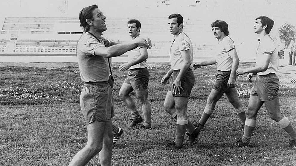 Enrique Mateos, entrenador del Cádiz del primer ascenso a Primera, en...