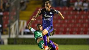 Luis Gil, en un partido con Querétaro en la Liga MX.