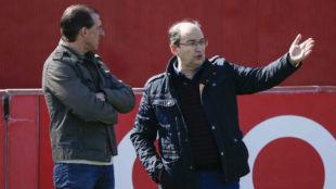 öscar Arias, junto al presidente Castro.
