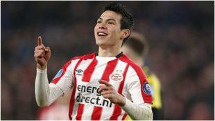Lozano, celebrando un gol con el PSV.