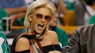 La actriz y modelo Jenny McCarthy en el partido de los Celtics