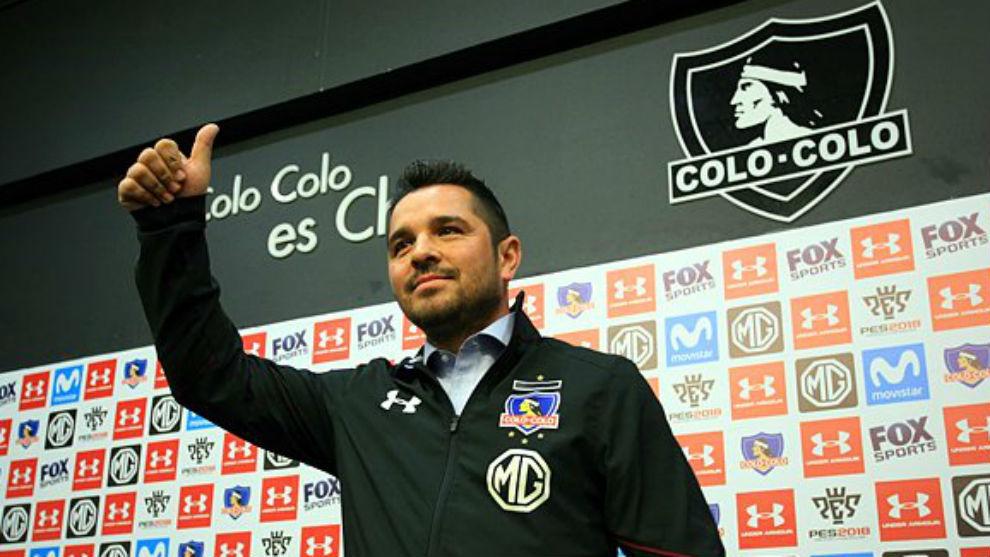 Héctor Tapia durante su presentación como nuevo técnico de Colo...