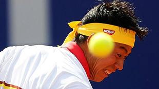 Nishikori intenta devolver una pelota