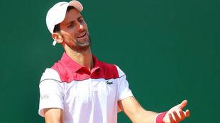 Djokovic se censura un error