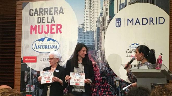 Josefa Michel y Elena García Grimau, con el dorsal 016 en la...