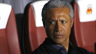 Roberto Hernández en banquillo del Morelia