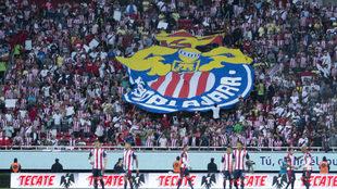 Afición de Chivas en el estadio Akron