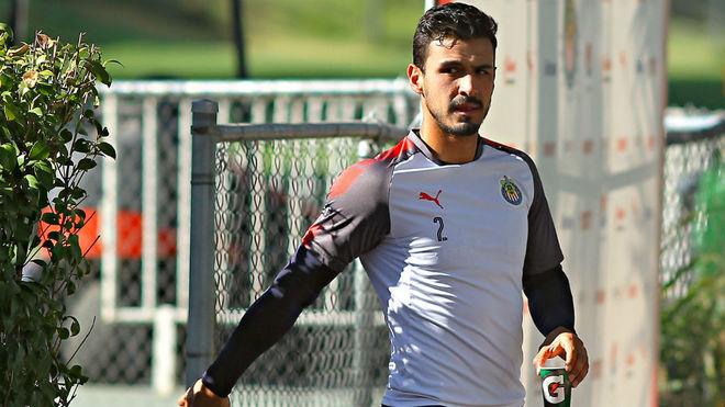 Oswaldo Alanís, durante el entrenamiento de las Chivas Rayadas del...