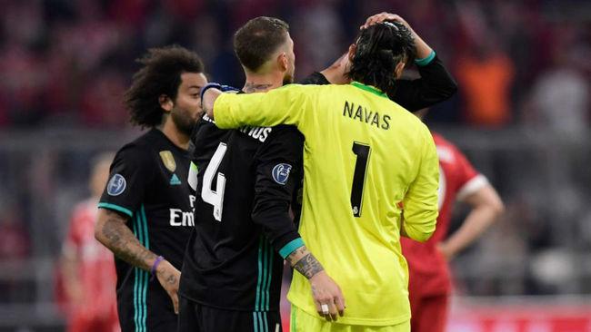 Ramos abraza a Keylor tras la victoria en Múnich