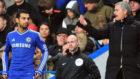 Mourinho en la banda junto a Salah, cuando ambos estaban en el Chelsea