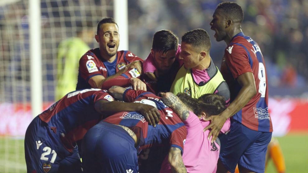 Paco López convoca a los veinte jugadores disponibles