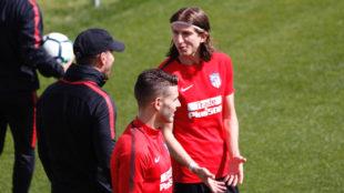 Filipe charlando con Simeone durante el entrenamiento de esta mañana...