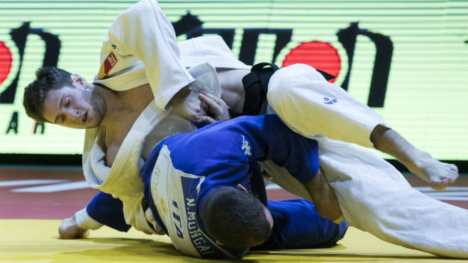 Niko Sherazadishvili, de blanco, en su combate ante el italiano...