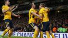 Los jugadores del Atlético celebran el gol de Griezmann contra el...