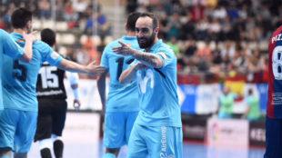 Ricardinho celebra uno de sus goles frente al Levante.