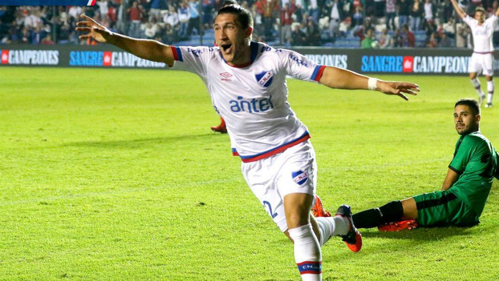 Espino celebra el 2-0 de Nacional.