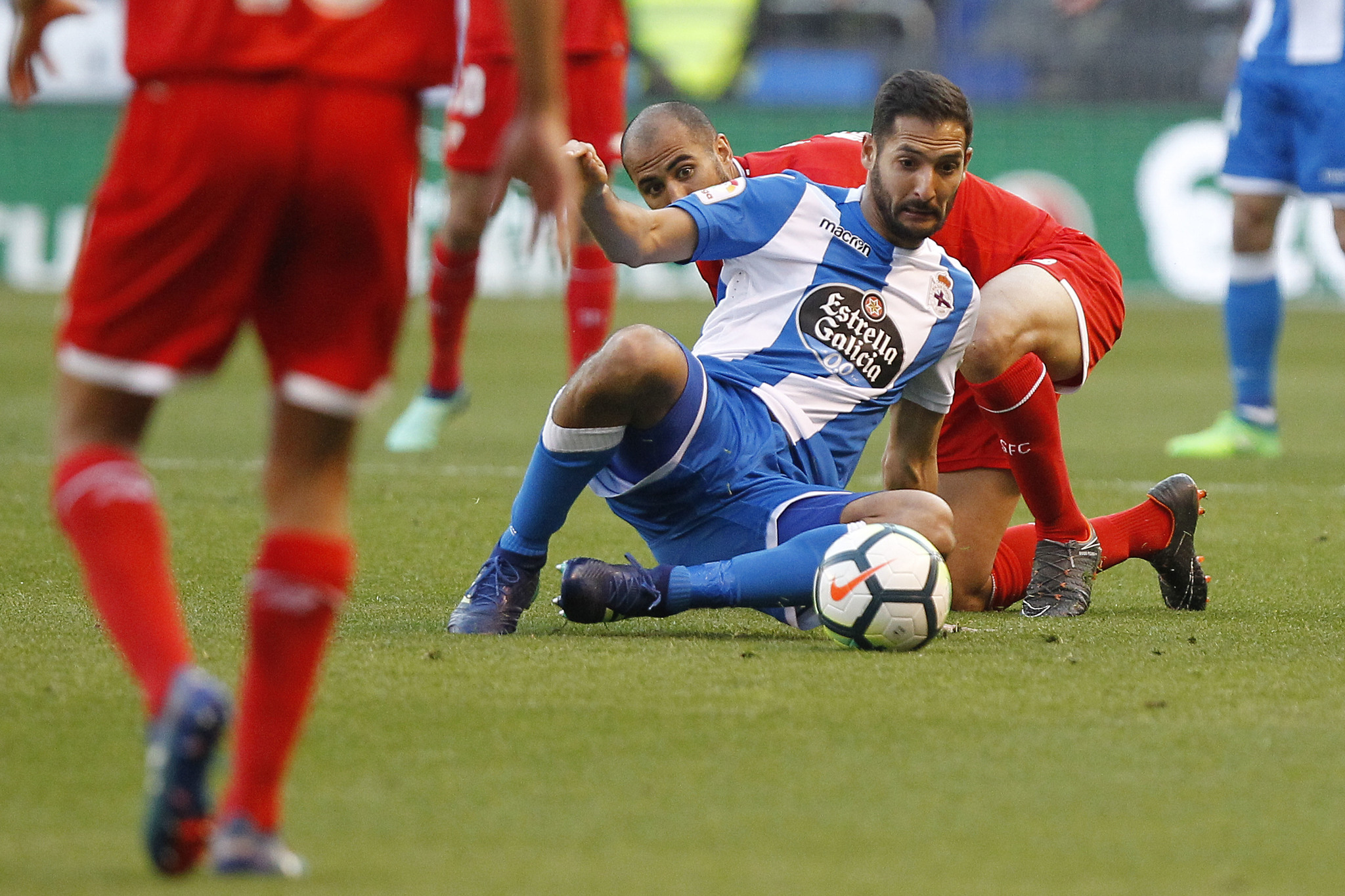 El blanquiazul jugará el sábado en Riazor contra el Villarreal su último  compromiso de la temporada con la camiseta del Dépor y se marchará para ... 4302ecb7d9fcc