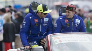 Valentino Rossi, junto a Maverick Viñales