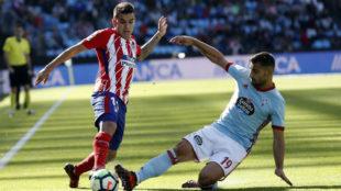 Jonny trata de frenar un avance de Correa en la visita del Celta al...