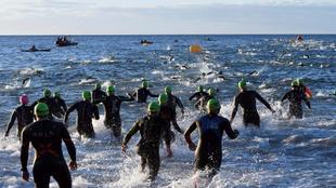 Participantes del Ironman 70.3 de Marbella durante la prueba de...
