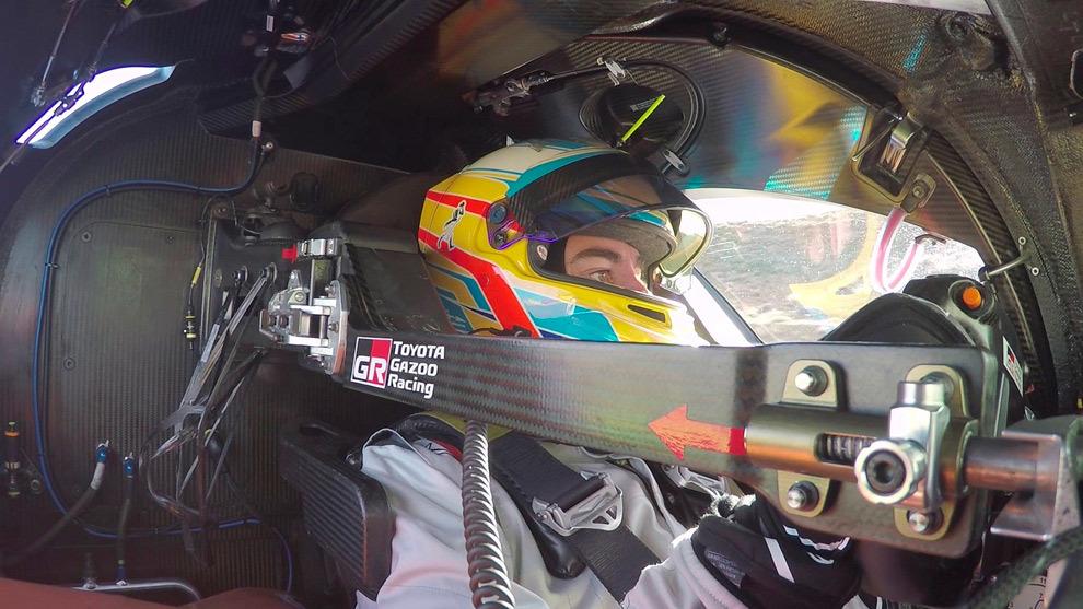 Fernando Alonso, en el interior de su TS050 Hybrid