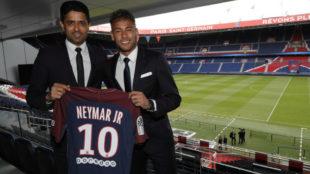 Neymar y Al-Khelaïfi, el día de la presentación del brasileño.