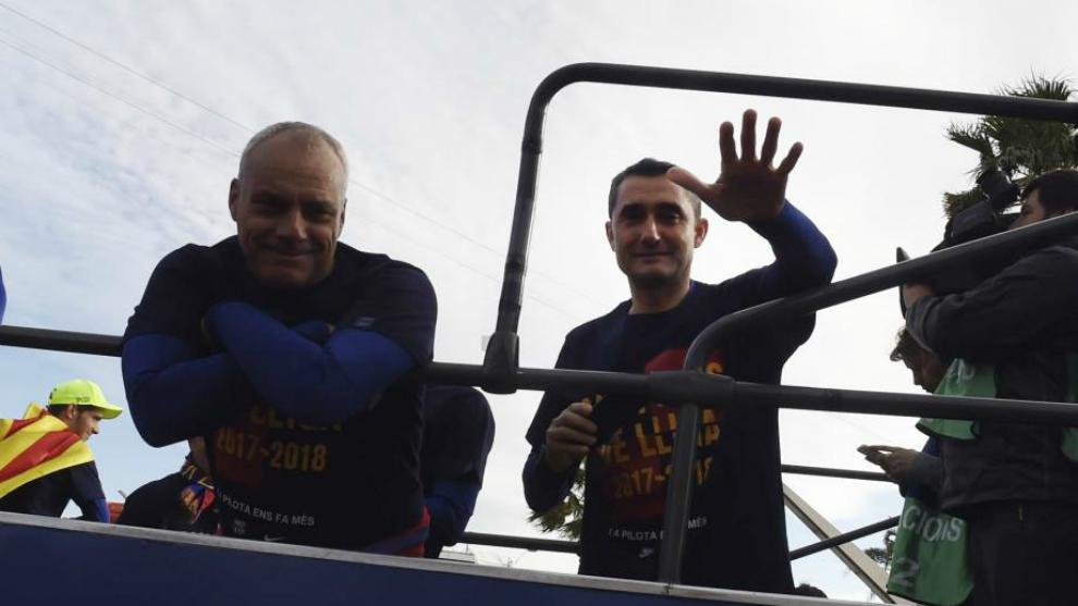 Valverde, con Aspiazu, durante la rúa de los campeones de Liga y...