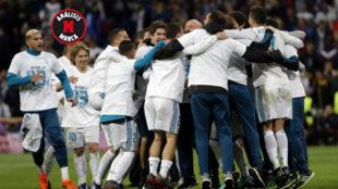 Los jugadores del Real Madrid, celebrando la clasificación para la...