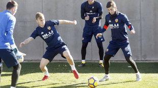 Lato y Gayá, en un entrenamiento con el Valencia esta temporada.