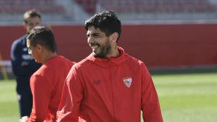Éver Banega, sonríe en un entrenamiento.