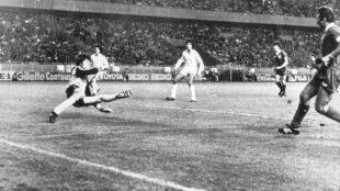 Momento en el que Kennedy bate a Agustín y da la Copa de Europa al...