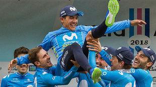 El equipo de la Vuelta a Asturias alza al campeón de la ronda,...
