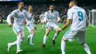 Benzema, celebrando el seguno de los goles.