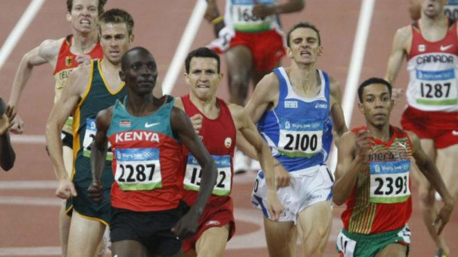 Juan Carlos Higuero tras Asbel Kiprop en una carrera en los Juegos de...