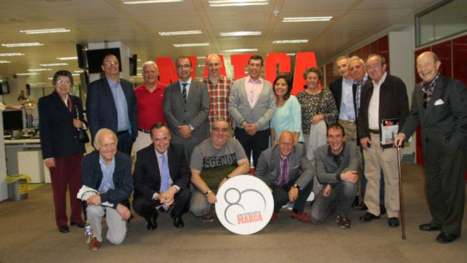 Varios suscriptores de MARCA, junto al director, Juan Ignacio...