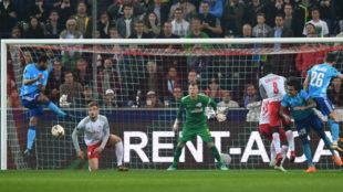 Rolando marca el gol decisivo