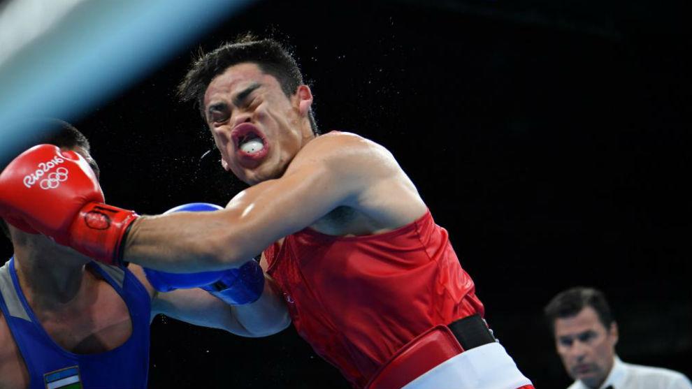 Combate entre el mexicano Uziel Rodriguez y el uzbeko Bektemir...