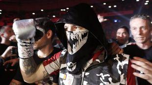 El boxeador español Kerman Lejarraga se dirige al combate ante el...