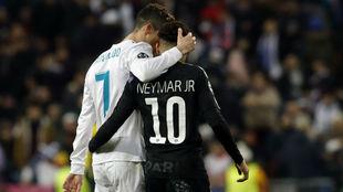 Ronaldo y Neymar, abrazados en el Beranbéu.